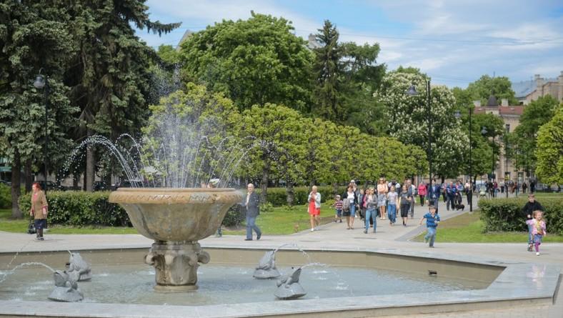 Iedzīvotāji Rīgā visvairāk novērtē vides daudzumu un tās kvalitāti, skolu pieejamību, kultūras un sporta iespējas, kā arī veloceļu kvalitāti pilsētā